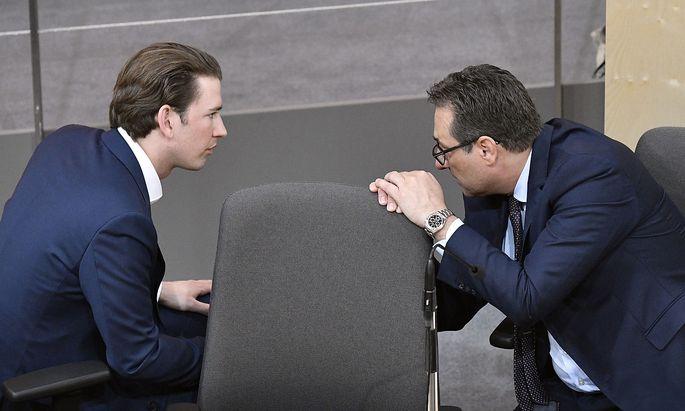 Archivbild: Bundeskanzler Kurz (l.) und Vizekanzler Strache
