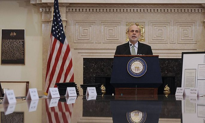 Fed-Chef Ben Bernanke verabschiedet sich mit einer Überraschung aus dem Amt: Er strafft die Geldpolitik ab sofort.