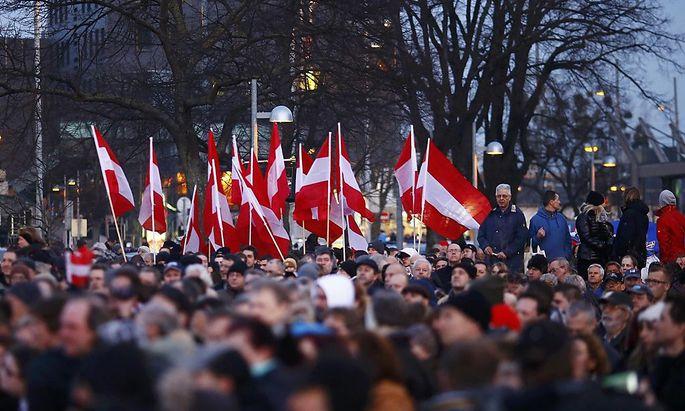 Teilnehmer der FPÖ-Kundgebung