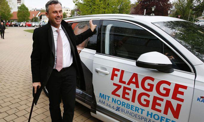 Norbert Hofer bei der Stimmabgabe.