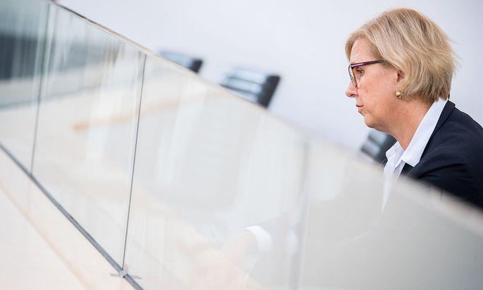 Rechnungshofpräsidentin Kraker will der Politik auf die Sprünge helfen. Man arbeite aber auch selbst schon an einem Entwurf, sagen ÖVP und Grüne.