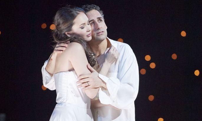 Aida Garifullina und Juan Diego Flórez turteln und leiden und sorgen beim Publikum für Hochstimmung.