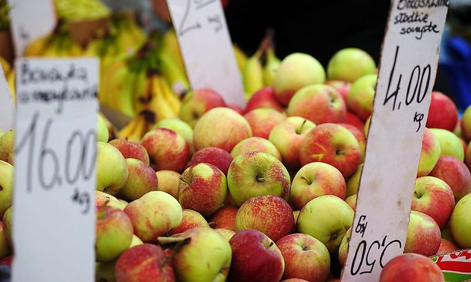 File photo of apples at a fruit and vegetables market in Warsaw