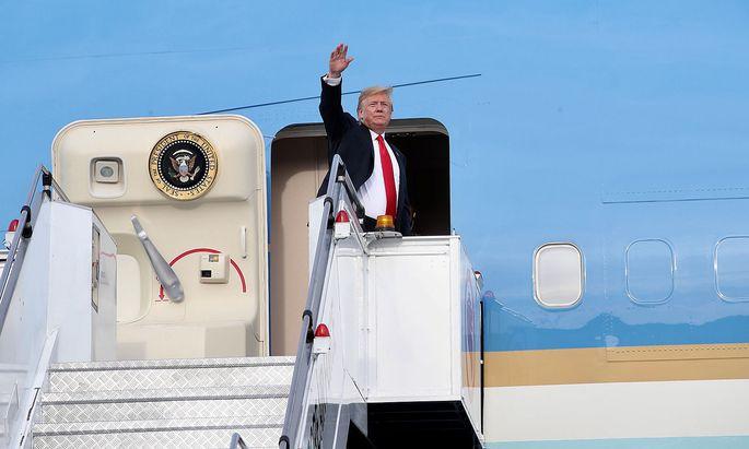 Nach erfolgreichem Nordkorea-Gipfel verlässt US-Präsident Donald Trump Singapur.