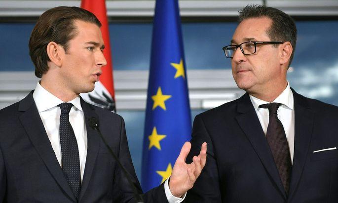 Sebastian Kurz (ÖVP) und Heinz-Christian Strache bei der Präsentation ihres Regiuerngsprogrammes