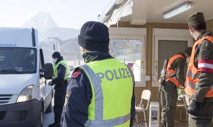 News Bilder des Tages AUT, 2021-02-12; REPORTAGE - BEGINN DER COVID-GRENZKONTROLLE ZU DEUTSCHLAND : KONTROLLE AUTOBAHNGR