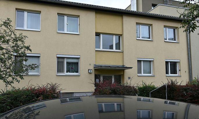 Eine 31-Jährige soll in einer Wohnung in Wien-Donaustadt ihre drei kleinen Töchter getötet haben.