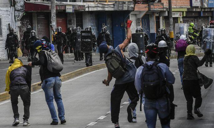 Bei Zusammenstößen zwischen Demonstranten und der Polizei gab es auch Verletzte