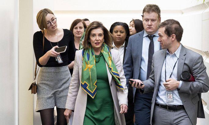 Nancy Pelosi schickt die Impeachment-Akte an den Senat. Durch das Hinauszögern wollte sie Konzessionen erreichen.