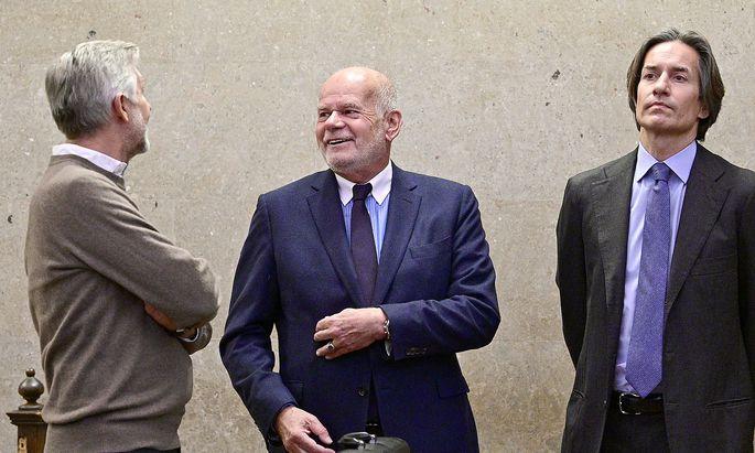 Angeklagter Karl Heinz Grasser (R), Anwalt Manfred Ainedter und Angeklagter Walter Meischberger (L)