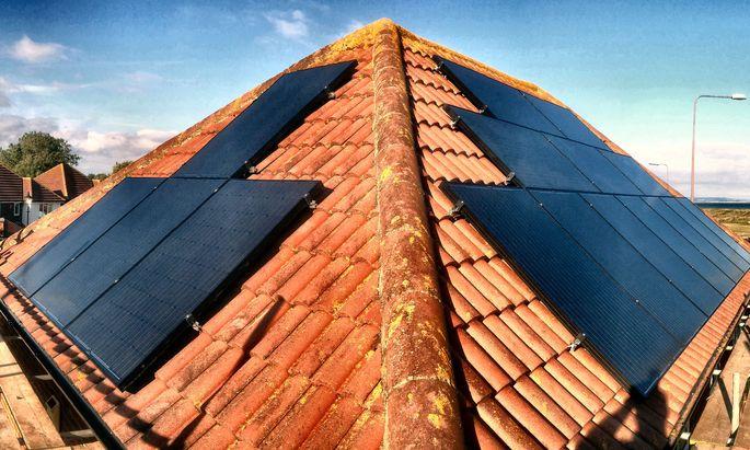 Bei Neubauten könnte Fotovoltaik früher oder später Standard sein – aber werden auch bestehende Häuser nachgerüstet?