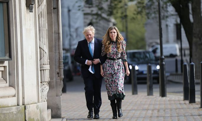 May 6, 2021, London, England, United Kingdom: UK Prime Minister BORIS JOHNSON and his fiancee CARRIE SYMONDS voted in S