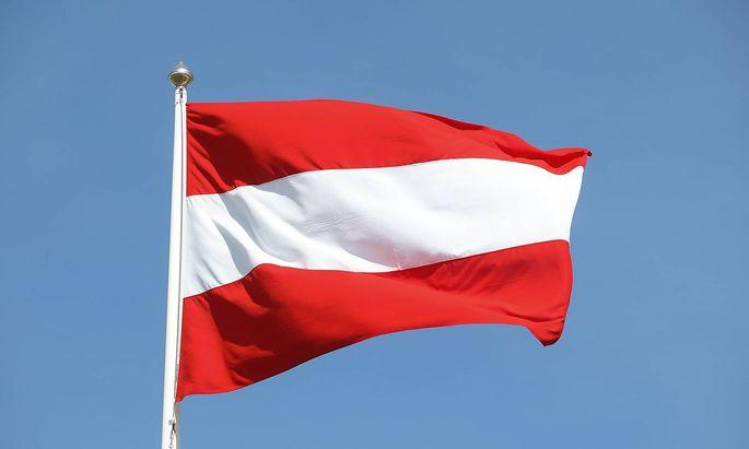 27 05 2018 Stockholm Schweden SWE Die Nationalflagge �sterreichs weht im WInd *** 27 05 2018 S