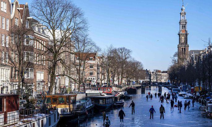 NETHERLANDS-HEALTH-VIRUS-LIFESTYLE