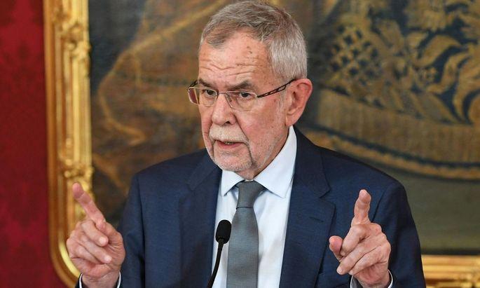 """Der Bundespräsident werde dafür Sorge tragen, """"dass die Institutionen der Republik vollumfänglich arbeiten""""."""