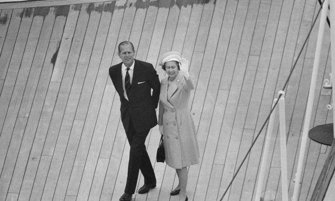 Juni 1977: Archivbild von Prinz Philip und Königin Elizabeth II.