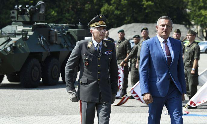 Der neue Generalstabschef Robert Brieger (li.) und Verteidigungsminister Mario Kunasek (FPÖ)