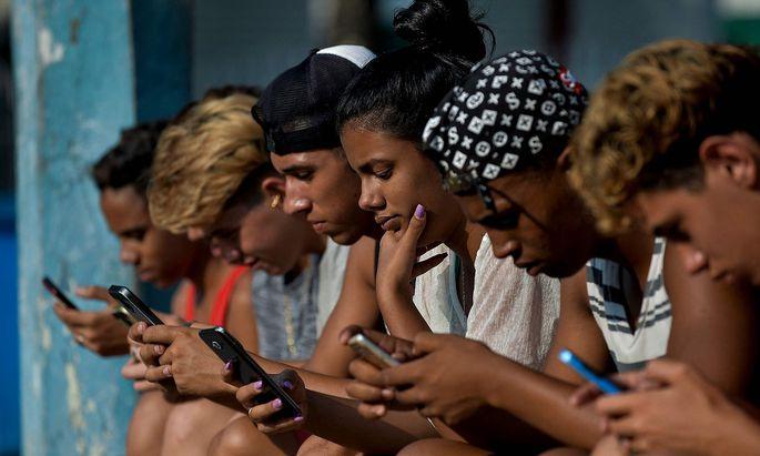 FILES-CUBA-INTERNET-LAW