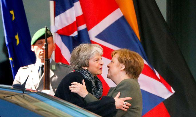 Theresa May sprach in Berlin mit Angela Merkel.