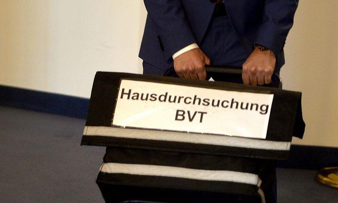 Der U-Ausschuss arbeitet die Razzia im BVT auf.
