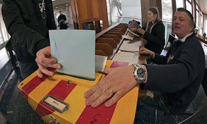Referendum in Schweizer über die Ferien-Initiative.
