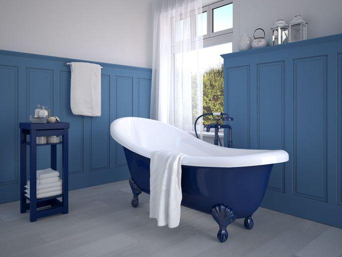 Frische Farben, bewährtes Design, freistehende große Wannen: Badezimmer mutieren zu Rückzugsoasen.