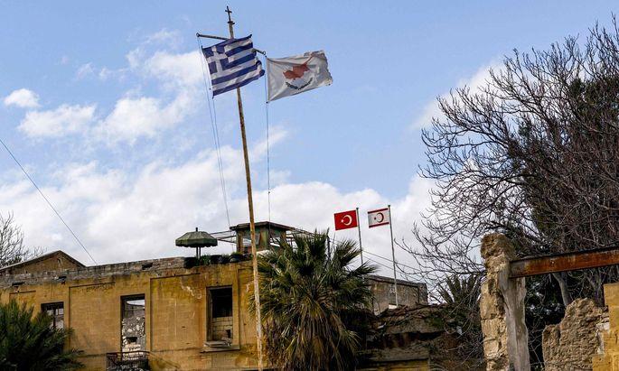 Heer, Luftwaffe und Marine der Türkei zogen am Sonntag starke Verbände für ein Manöver auf der geteilten Insel Zypern zusammen.