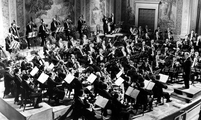 CARNEGIE HALL US 1947 Conductor BRUNO WALTER with the Philharmonic Symphony Orchestra of New York Date: 1947 PUBLICATION