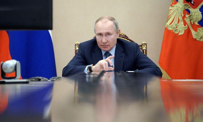 """Putin wünschte Biden """"Gesundheit"""" und wartete mit einem Kinderreim auf."""