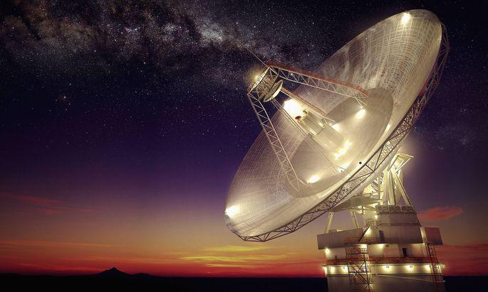 Radioteleskop bei Nacht
