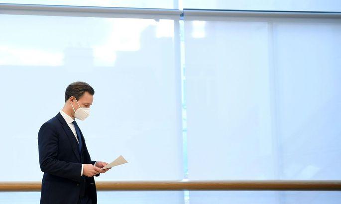 """Finanzminister Gernot Blümel hat durchaus recht, der diese Aufweichung der Schuldenregeln eine """"hochriskante Zockerei"""" nennt."""