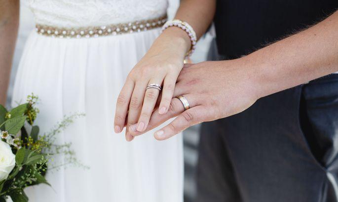 Ehe und eingetragene Partnerschaft sollen sich zukünftig stärker voneinander unterscheiden.