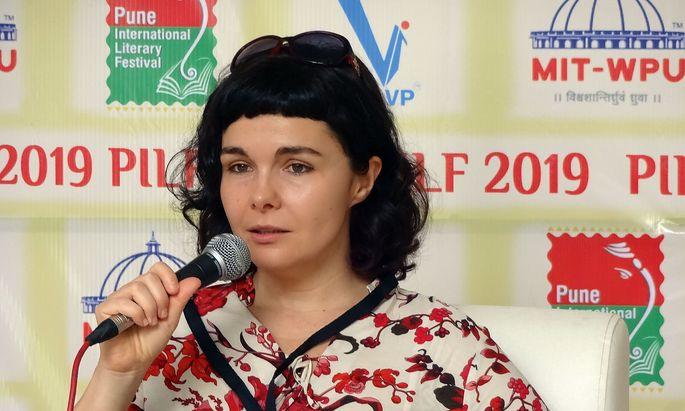 EU-Preisträgerin. Die polnische Autorin und Filmemacherin Marta Dzido hält sich gut, als sie in der Lounge des Pune-Literaturfestivals zum Klimathema befragt wird.