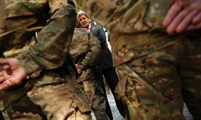Der Wald vor lauter Bäumen: US-Außenminister Kerry bemüht sich mit diplomatischen Mitteln um ein Ende des Krieges. Doch die USA haben selbst keine klare Linie gefunden.