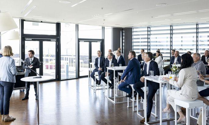 """In der Steiermark gastierte das CEO Business Breakfast der """"Presse"""" im Skyroom 360 im Styria Media Center."""