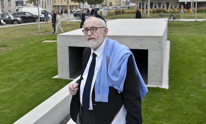 Oberrabbiner Paul Chaim Eisenberg während der Eröffnung des 'Mahnmal Aspangbahnhof'