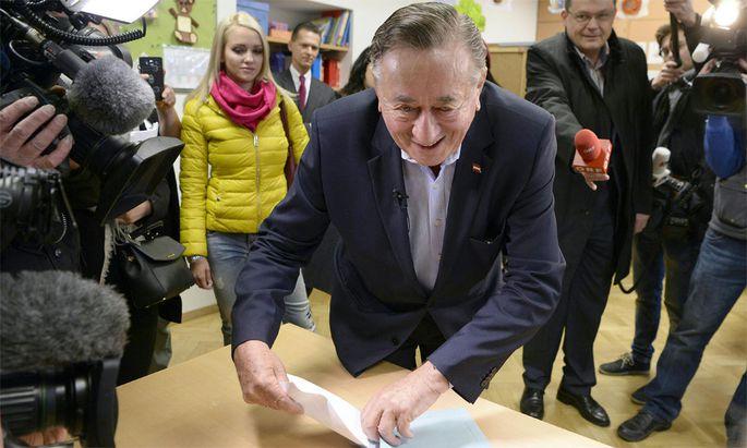 Richard Lugner bei der Stimmabgabe.