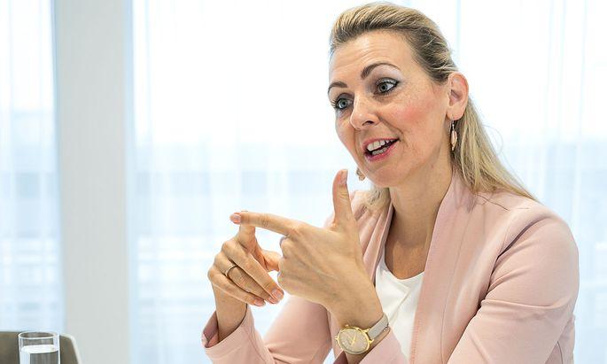 """""""Durchhalten"""", appelliert Ministerin Christine Aschbacher an die Familien. """"Durchhalten"""", appelliert Ministerin Christine Aschbacher an die Familien."""