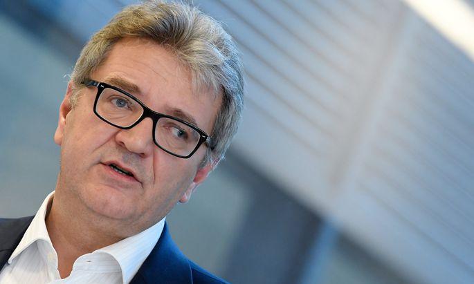 Gesundheitsstadtrat Peter Hacker (SPÖ) bewegt sich auf dünnem Eis.