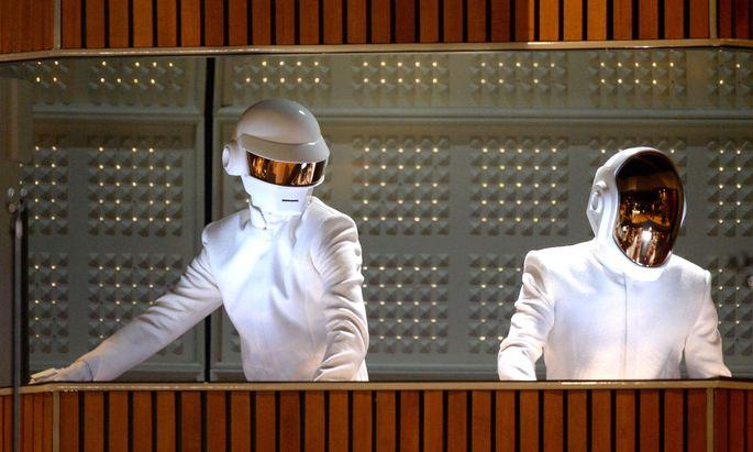 """Mit dem dem Gute-Laune-Song """"Get Lucky"""" räumte Daft Punk auch bei den Grammys ab."""