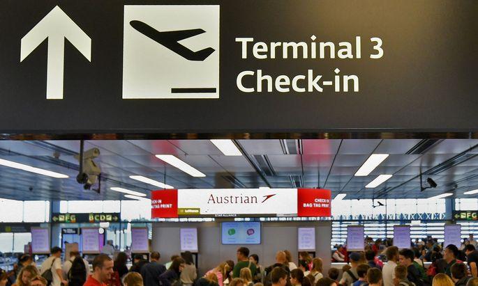 Es drohen Kampfmaßnahmen von Belegschaften mehrerer Airlines am Flughafen Wien.