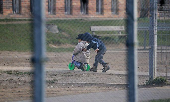 Hilfsorganisationen kritisieren die Situation in tschechischen Aufnahmelagern.