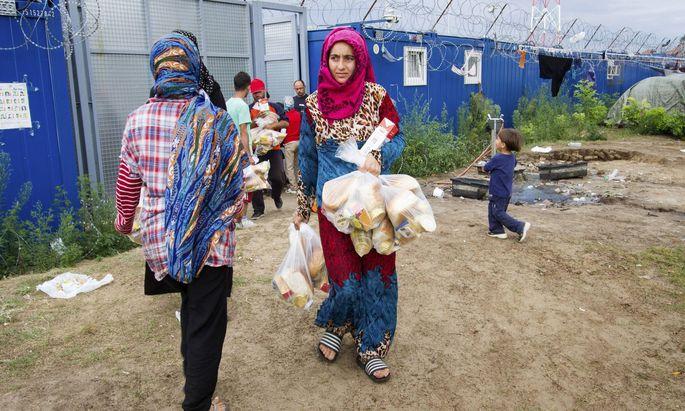 Symbolbild Flüchtlingslager Ungarn.