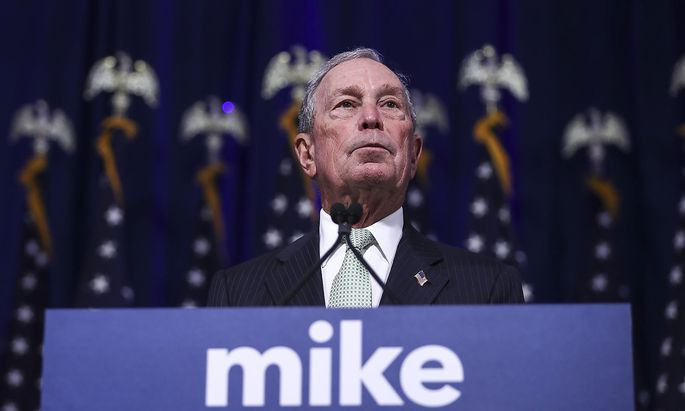 US-DEMOCRATIC-PRESIDENTIAL-CANDIDATE-MIKE-BLOOMBERG-MEETS-VOTERS