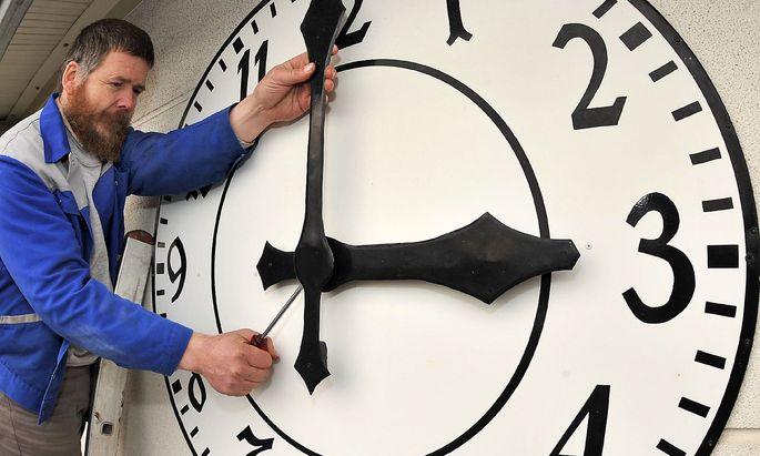 An der Uhr drehen - und zwar richtig