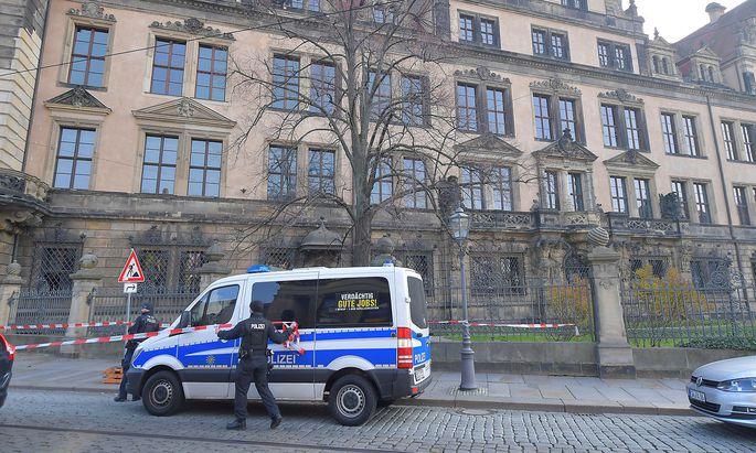 Die historischen Gebäude in Dresden wurden großräumig abgesperrt.