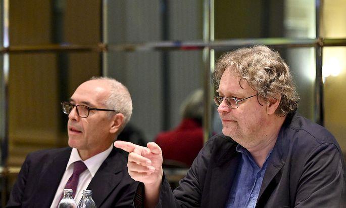 Anwalt Alexander Klauser und Verbraucherschützer Peter Kolba bei der Pressekonferenz am Mittwoch in Wien.