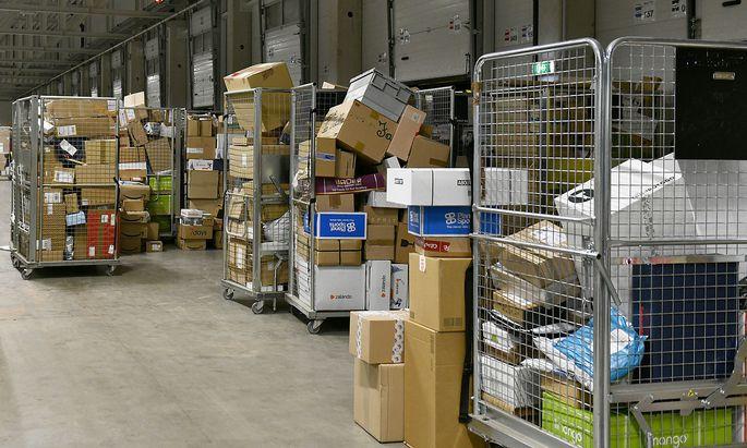 Ein Logistikzentrum der Post: Irgendwo muss das Paket ja sein.