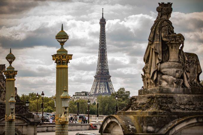 Paris Blick zum Eiffelturm ueber den Place de la Concorde