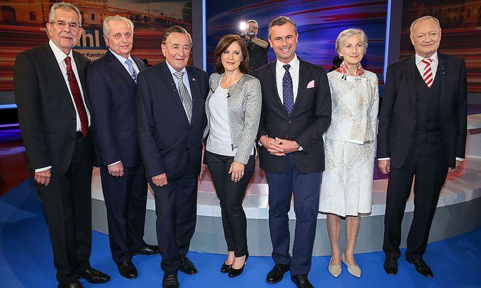 Die Kandidaten mit Moderatorin Thurnher